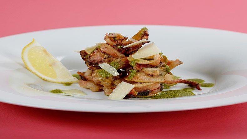 Καλαμαράκια με σάλτσα πέστο μέντας