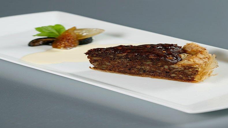 Καρυδόπιτα με φύλλο κρούστας και σος βανίλιας