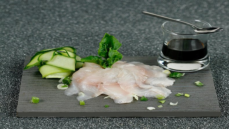 Kαρπάτσο ροφού με ντρέσινγκ σόγιας και σάκε