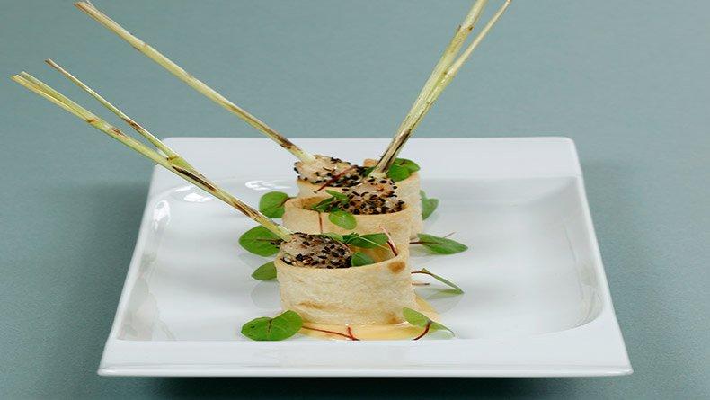 Κεμπάπ γαρίδων σε λεμονόχορτο