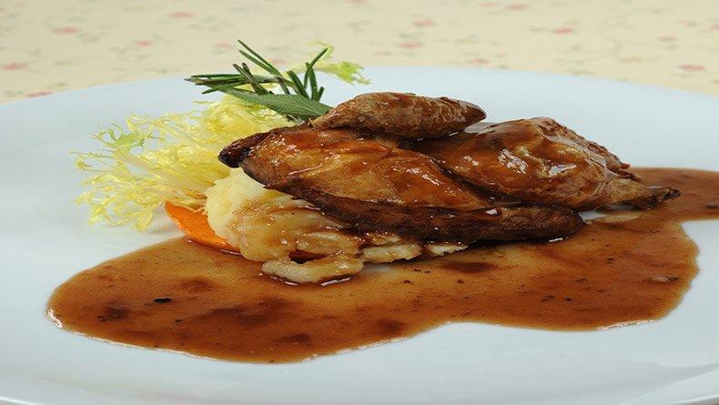 Κοκοράκι φούρνου με σάλτσα Merlot