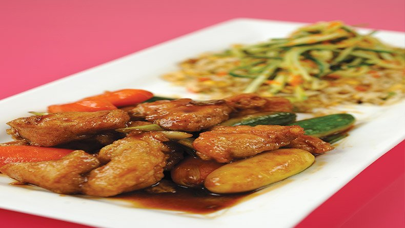 Κοτόπουλο στιρ φράι με κολοκυθάκια και καρότα