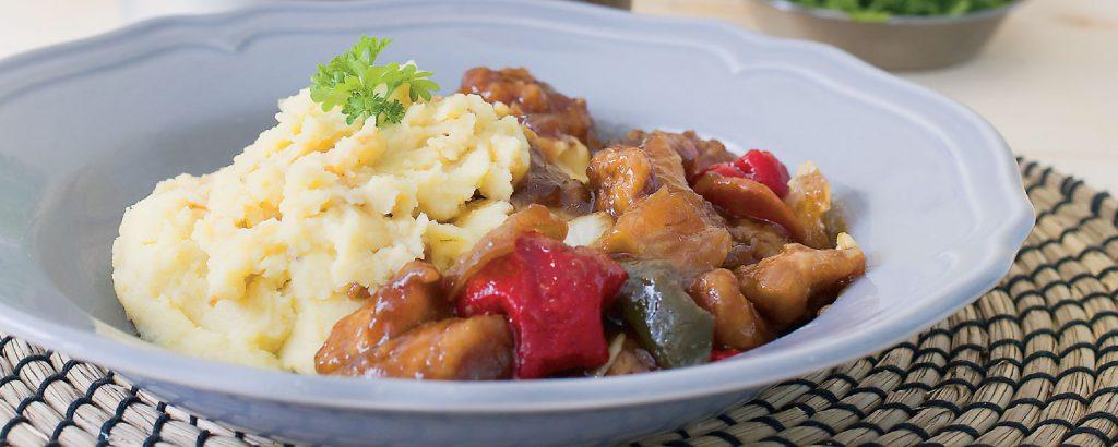 Κοτόπουλο με λαχανικά και γλυκιά σκουρόχρωμη σάλτσα