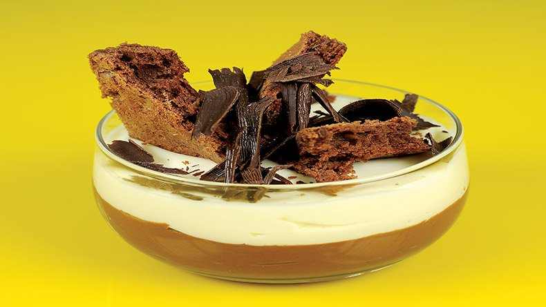 Κούπα µε διπλή κρέµα λευκής και µαύρης σοκολάτας