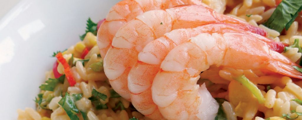 Κρύα σαλάτα με ρύζι και γαρίδες