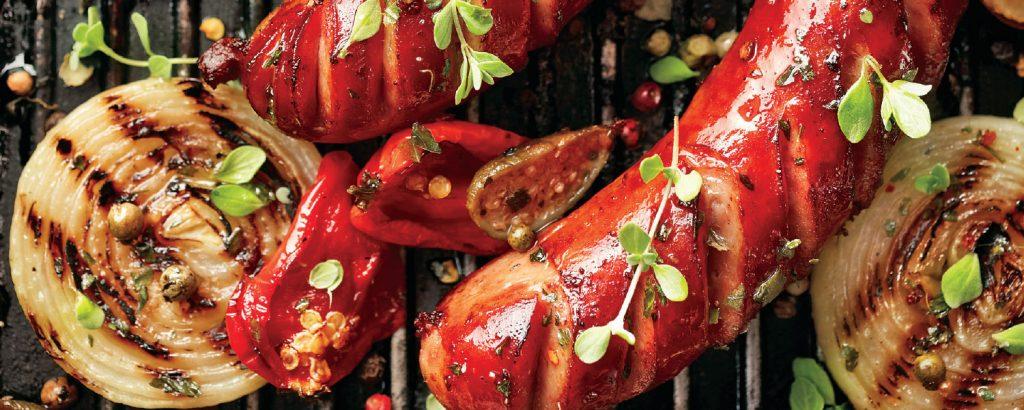 Λουκάνικα BBQ με ντιπ γιαουρτιού