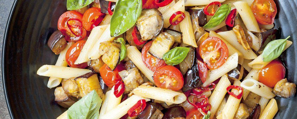 Πένες με λαχανικά και καυτερή πιπεριά