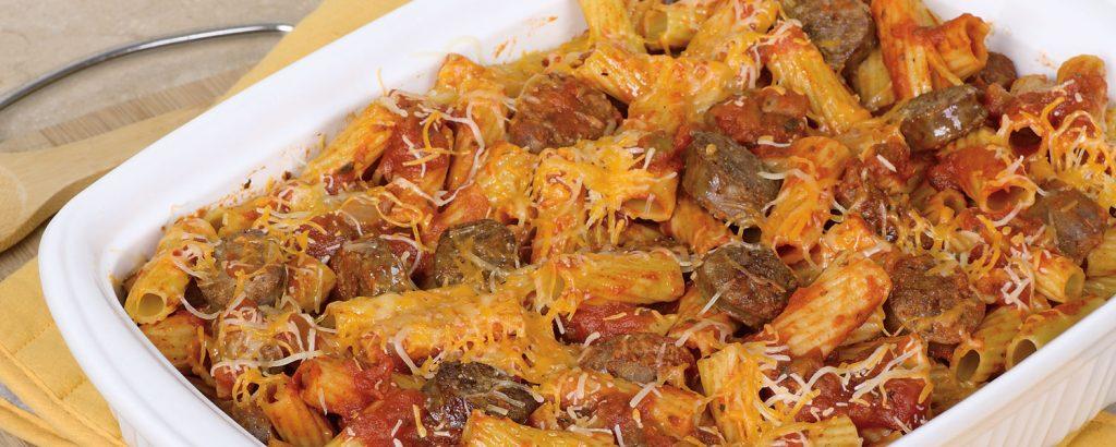 Μακαρόνια στο φούρνο µε λουκάνικα και τυριά