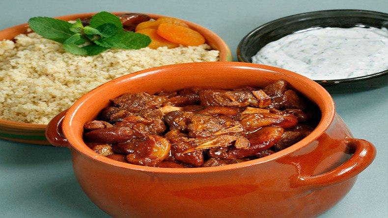 Μαροκινό αρνάκι με κουσκούς και γιαούρτι με δυόσμο