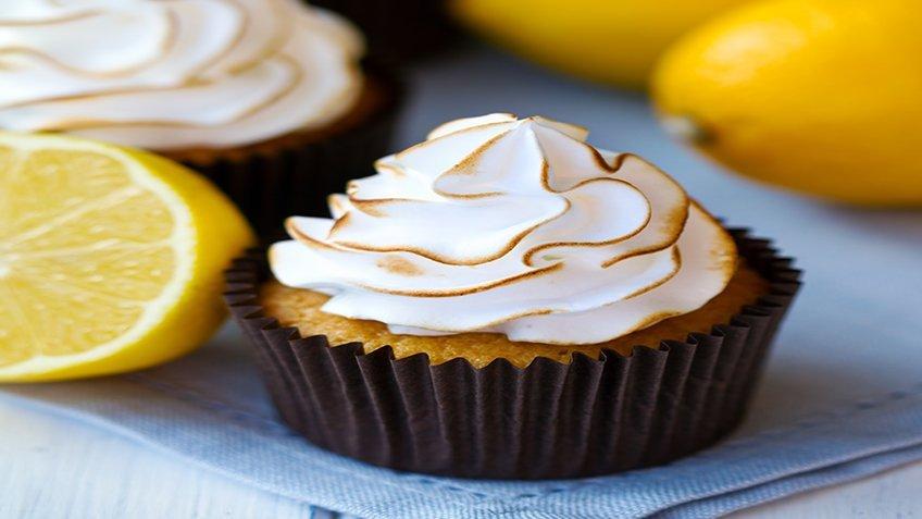 Μικρά κέικ λεμόνι-μαρέγκα