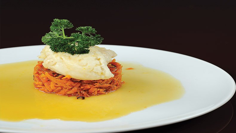 Πεσκαντρίτσα µε καρότα κονφί και σάλτσα πορτοκάλι