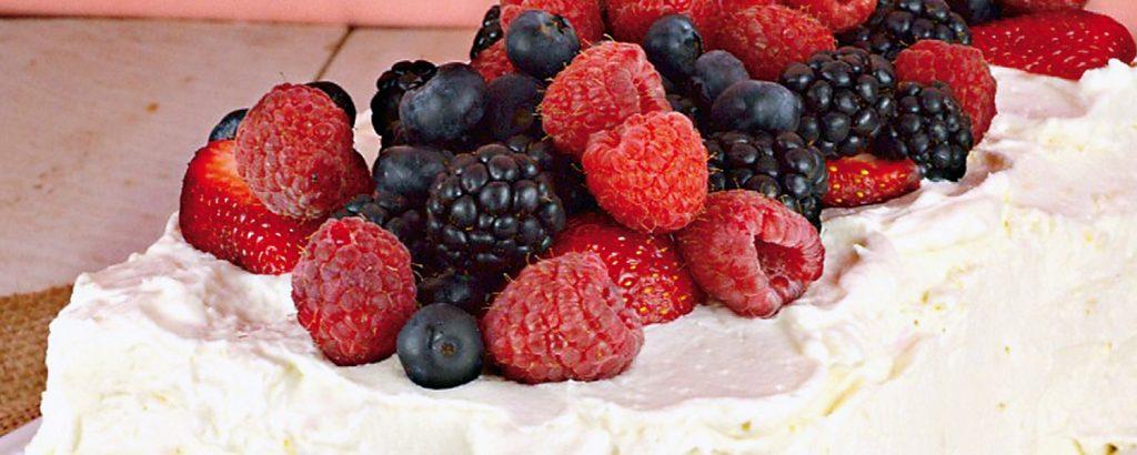 Κέικ ρουαγιάλ με φρούτα του δάσους
