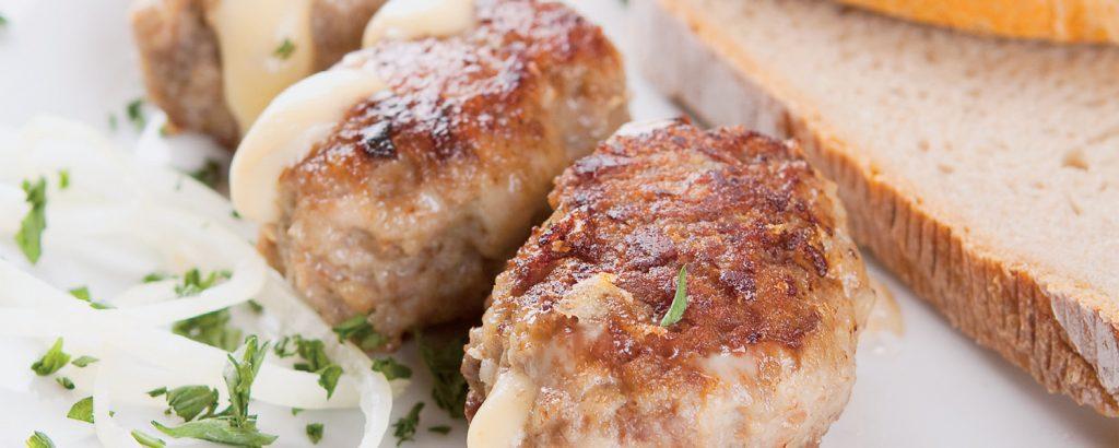 Μπιφτέκια φούρνου γεμιστά με τυρί