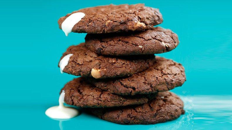 Μπισκότα μαύρης και άσπρης σοκολάτας