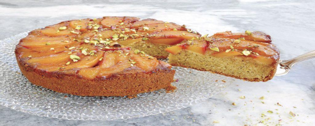 Ανάποδο κέικ με νεκταρίνια και φιστίκια Αιγίνης