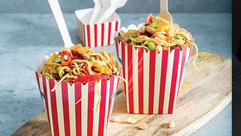 Noodles με κοτόπουλο και φιστικοβούτυρο