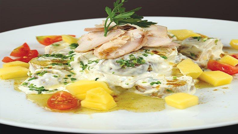 Πατατοσαλάτα με κοτόπουλο και ντρέσινγκ γιαούρτι – κάρυ