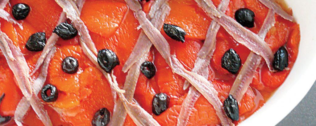 Πιπεριές ψητές με αντσούγιες κι ελιές
