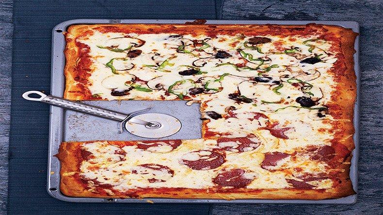 Πίτσα ταψιού