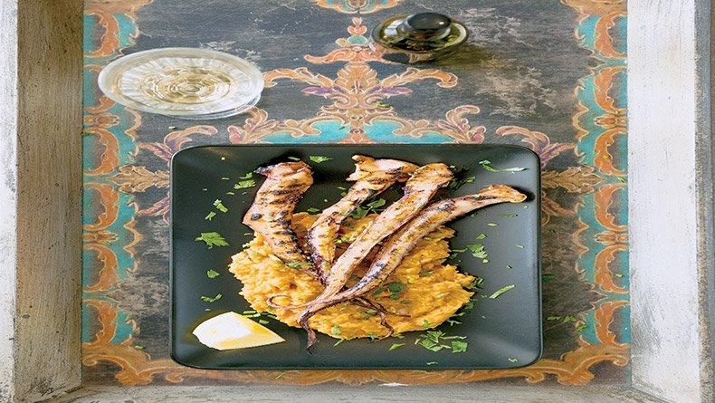 Πλοκάμια ψαριού με πουρέ από φασόλια γίγαντες