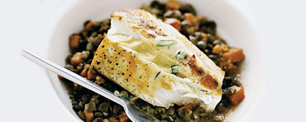 Φακές µε ψάρι και σάλτσα µουστάρδας