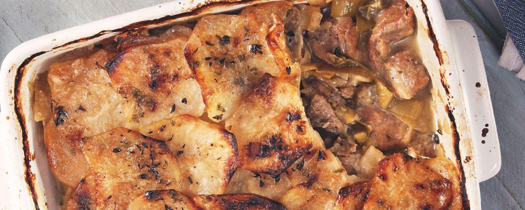 Αρνάκι µε πράσα και πατάτες στο φούρνο