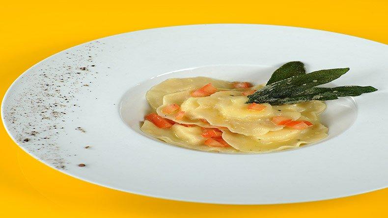 Ραβιόλια με κατσικίσιο τυρί και φασκόμηλο