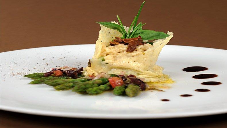 Ριζότο με πορτσίνι και σπαράγγια