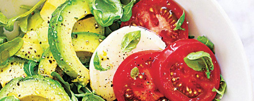 Σαλάτα καπρέζε με αβοκάντο