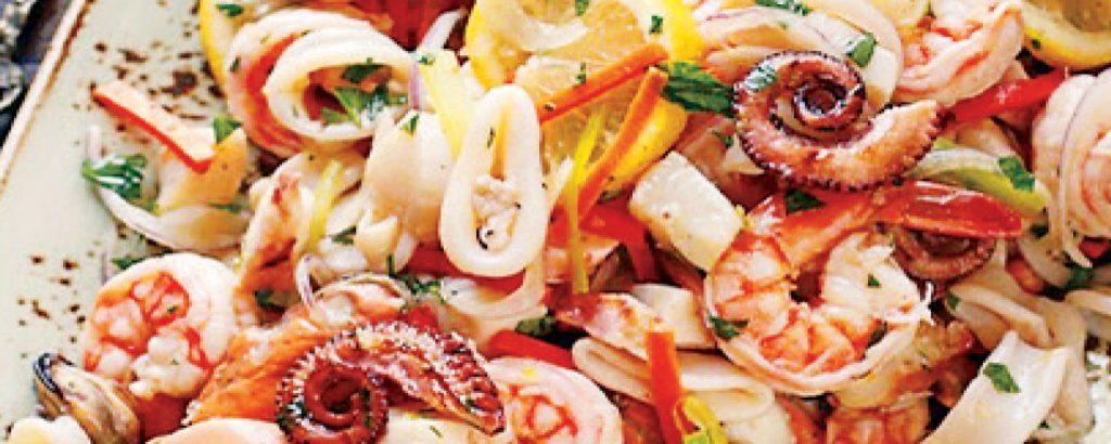 Σαλάτα με μαριναρισμένα θαλασσινά