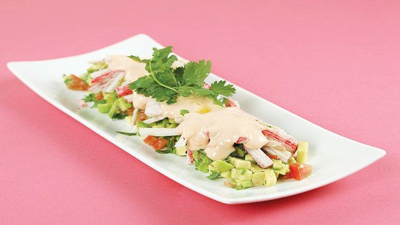 Σαλάτα με αβοκάντο και σουρίμι