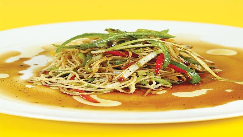 Σαλάτα με νουτλ σε κινέζικο στιλ