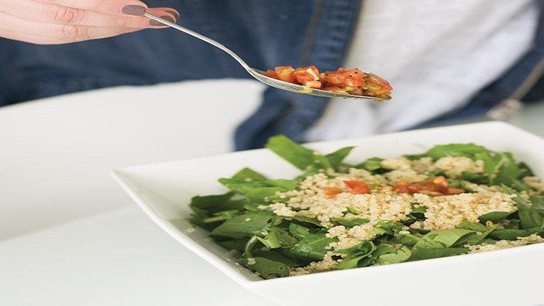 Σαλάτα με κινόα και ρόκα