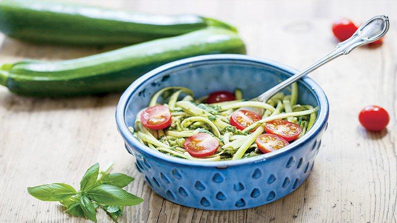 Σαλάτα με κολοκύθι και ντοματίνια