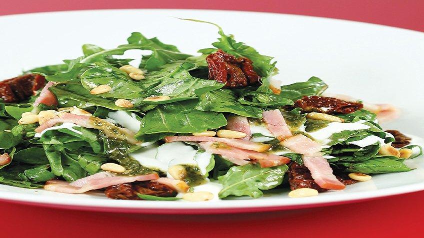 Σαλάτα με ρόκα και bacon