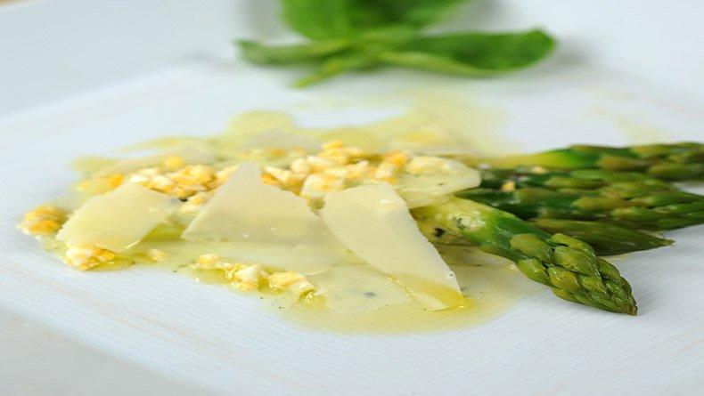 Σαλάτα με σπαράγγια