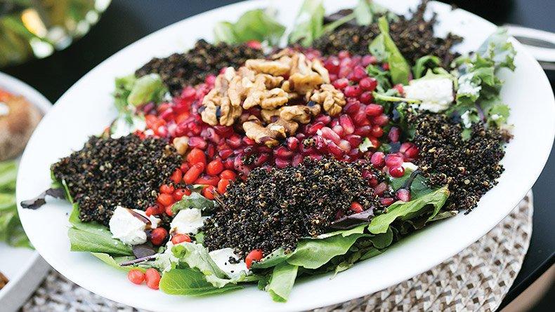 Σαλάτα με super foods και κόκκινη κινόα