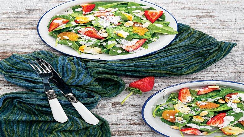 Σαλάτα με χαλλούμι και φράουλες