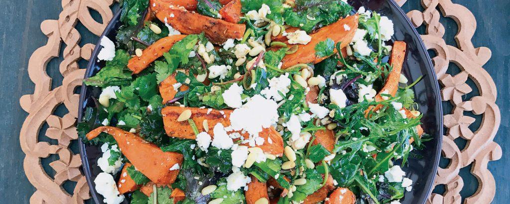 Σαλάτα με ψητές γλυκοπατάτες και λαχανίδα (Kale)