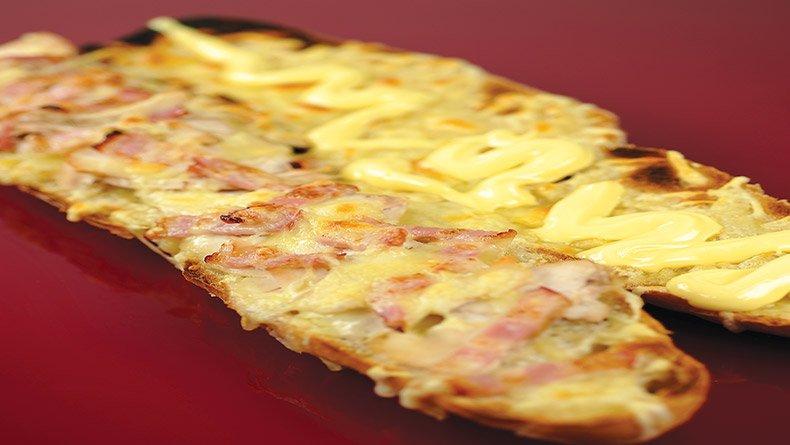 Σάντουιτς «υποβρύχιο» µε τυρί και µπέικον