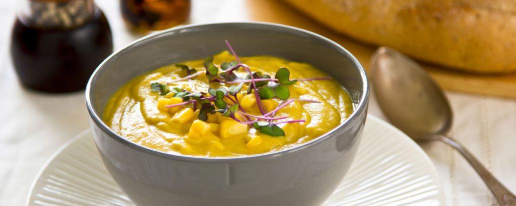 Σούπα με καλαμπόκι και γάλα καρύδας