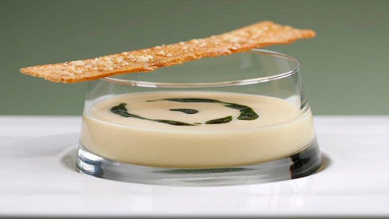 Σούπα φάβα με αρωματικό πικάντικο λάδι