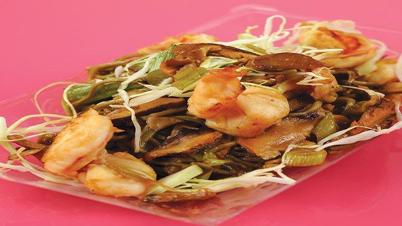 Νουντλ σόμπα με γαρίδες