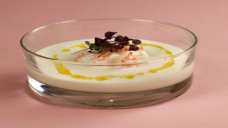 Σούπα κουνουπίδι αρωματισμένη με λάδι κάρι και καραβίδες