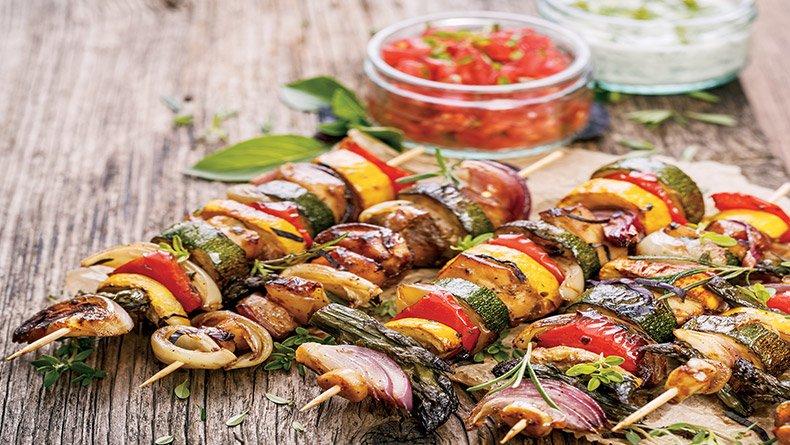 Σουβλάκι λαχανικών με κρέμα βαλσάμικο