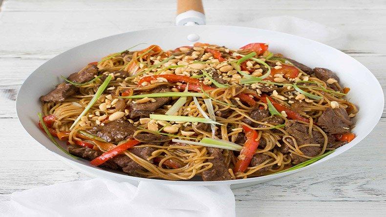 Σπαγετίνι με πιπεράτο κινέζικο μοσχάρι