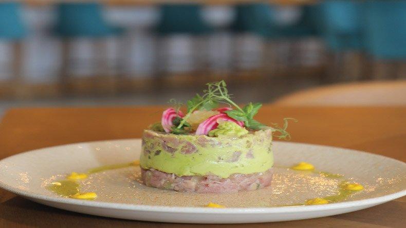 Ταρτάρ τόνου με τζίντζερ τουρσί και αρωματισμένο ζελέ από λεμόνι