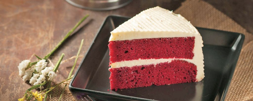 Κέικ «Κόκκινο βελούδο» με γλάσο άσπρης σοκολάτας (Red Velvet Cake)