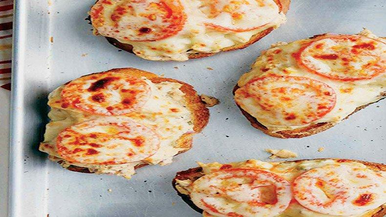 Τοστ σε στυλ πίτσας με τόνο