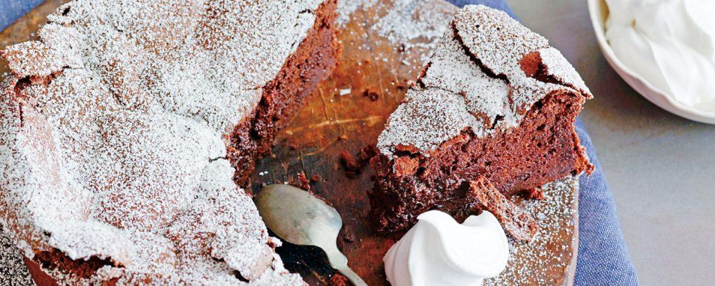Κέικ-σουφλέ σοκολάτας «ραγισμένη γη» (Cracked Earth)